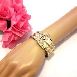 Jewelry - 💥3/$15💥 Belt Design Bracelet